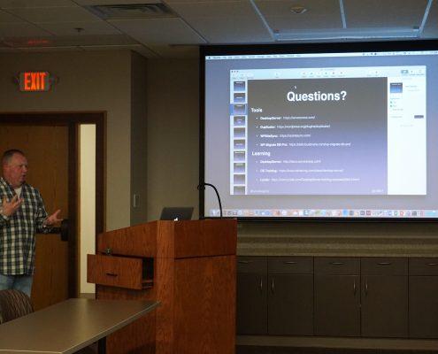 Mike Irvine giving the WordPress group a talk on ServerPress, Desktop Server Software